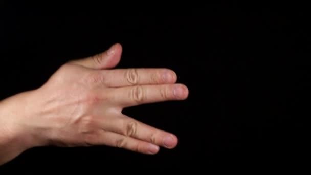 Férfi kéz mutatja gesztusok a fekete háttér