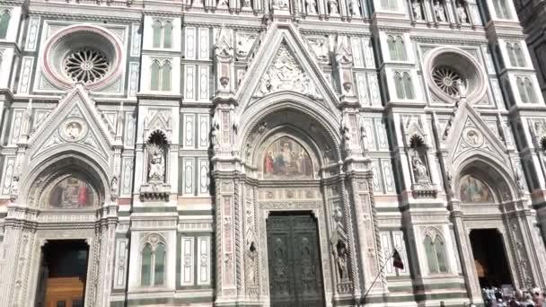 Florencie, Itálie, červenec 2018 - Turistická návštěva slavné památky Santa Maria del Fiore katedrály s Giotto zvonice a lidí. Co dělat, Italská atrakce, Toskánsko turistická destinace