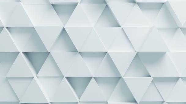 Krásné bílé trojúhelníky na povrchu pohybuje v bezproblémovou 3d animaci. Abstraktní Motion Design pozadí. Počítač vytvořený proces. 4 k Ultra Hd 3840 x 2160