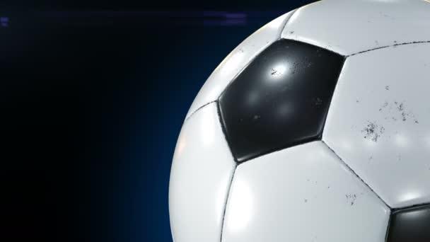 Krásný fotbalový míč rotující detail v pomalém pohybu na černém pozadí s foto blesky. Tvořili fotbalové 3d animace otáčení koule. 4 k Ultra Hd 3840 x 2160.