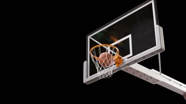 Krásné profesionální dlouhou dráhou zpomaleně basketbalová obruč. Míč letí do koše spřádání čisté na černém pozadí a zeleným plátnem. Sport koncept. 3D animace alfa matný 4k Uhd 3840 x 2160