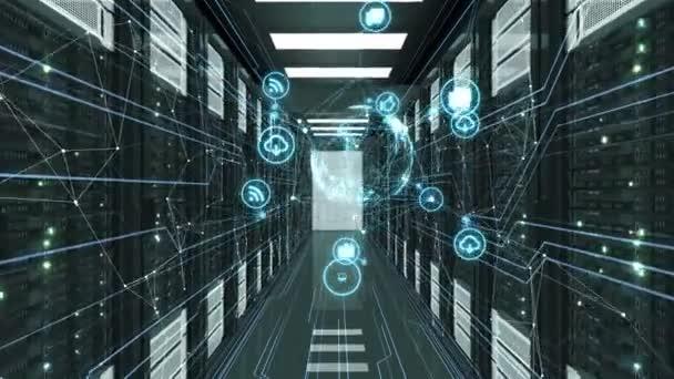 abstrakte blaue Mediensymbole mit Netzwerkverbindungen, die im Serverraum fliegen. geloopte 3D-Animation des Rechenzentrums. Digitale Medien und futuristisches Technologiekonzept. 4k ultra hd 3840x2160.
