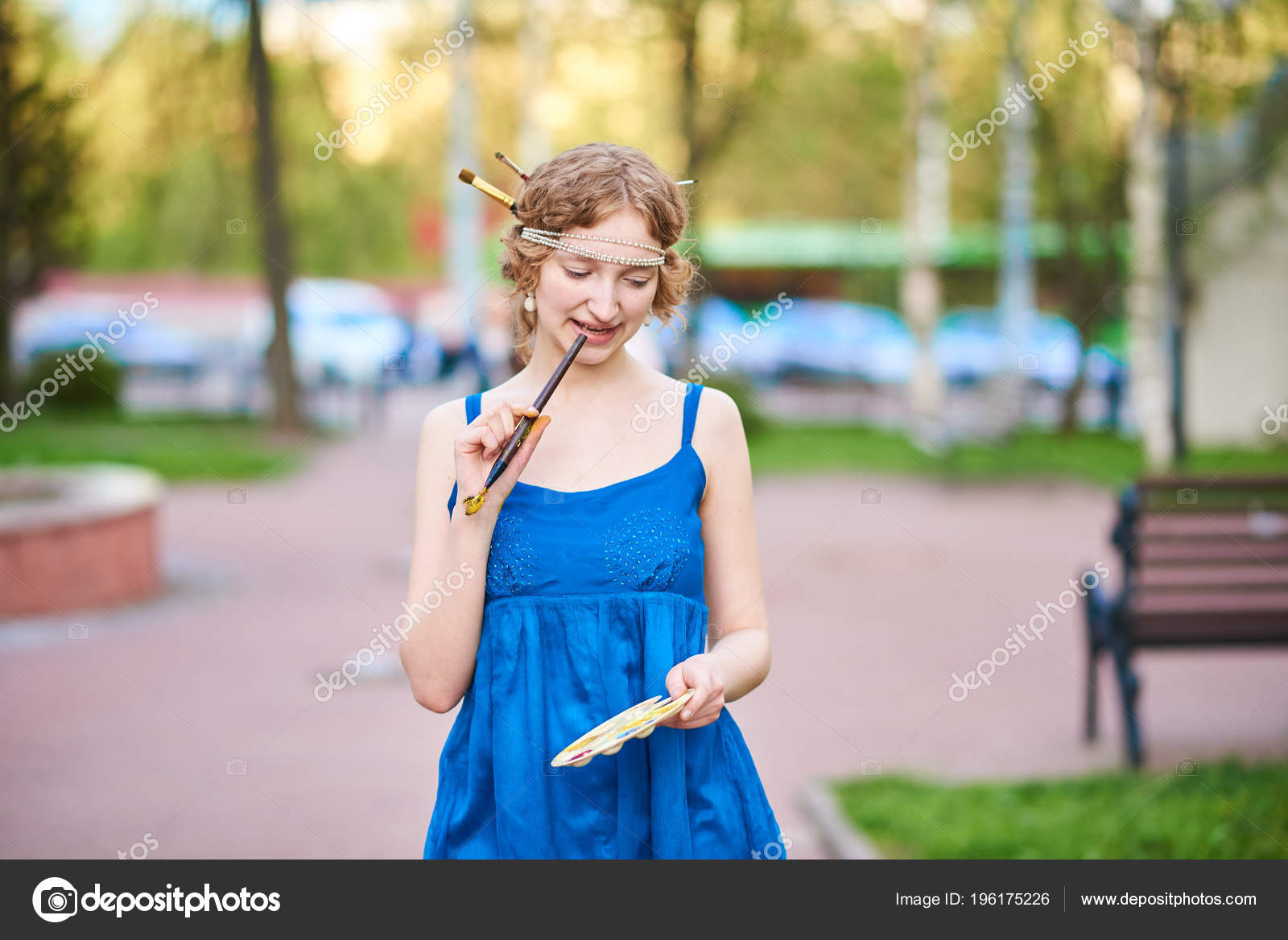 Улыбнулся девушке на улице