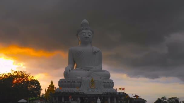 légi felvételek a vihar, ezen a környéken: Phuket nagy Buddha szobor, a napnyugta időpontja.