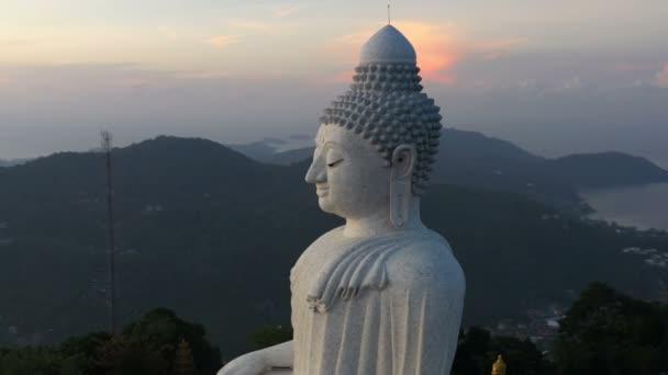 areial fotózás Phuket big Buddha a napkelte. Phuket Big Buddha egyike a Phuket sziget legfontosabb és Tisztelt tereptárgyak Phuket szigetén.
