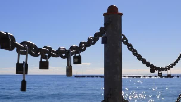 Stanoviště s převislými seascape řetězy a zámky