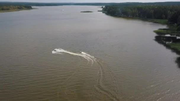 Zábava na jezeře