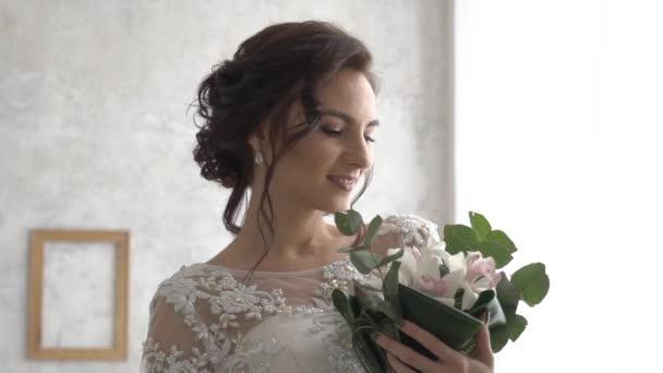Menyasszony, esküvői ruha, menyasszonyi csokor
