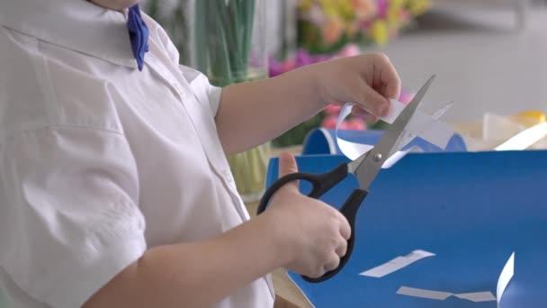 Boy távolságmérő becsomagolt ajándékdoboz fehér szalag