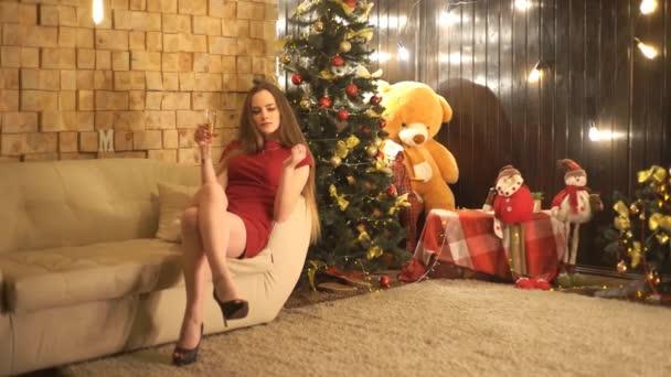 Mladé oslavy ženy šampaňské a Sparkles nový rok Vánoce