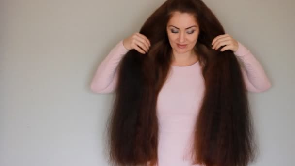Schone Junge Frau Mit Sehr Dicken Und Langen Haaren Frisur
