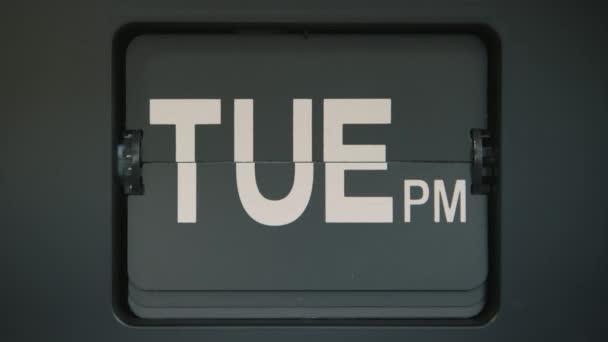 Retro překlopit zobrazení dnů v týdnu. Zastřelen v 4 k zpomalené