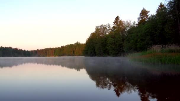 A táj kilátás nyílik a tó víz Finnországban