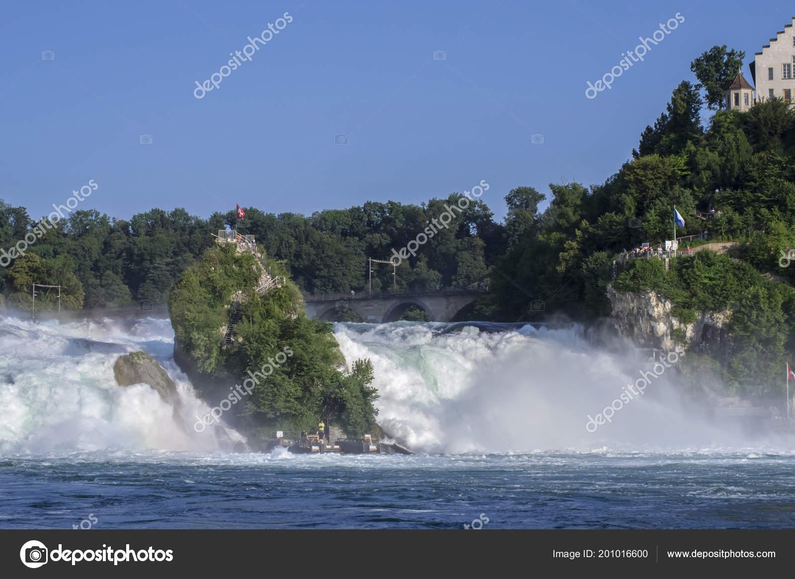 Waterval Rijn Zwitserland.Weergave Van Een Krachtige Waterval Rivier Rijn Zwitserland