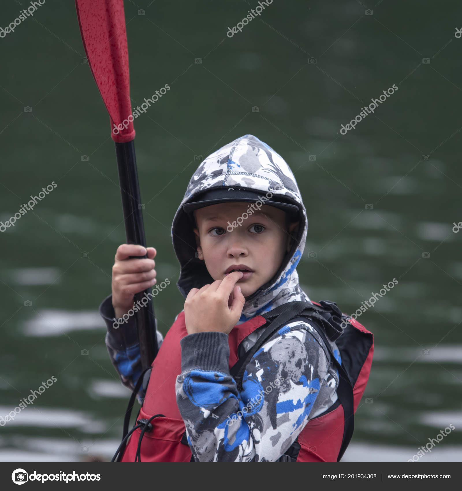Teenager auf einem Boot