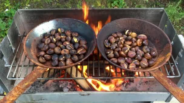 Kaštany pečené na otevřeném ohni