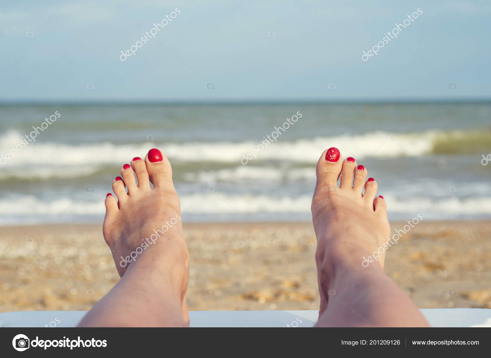 Image result for женские ноги на фоне океана