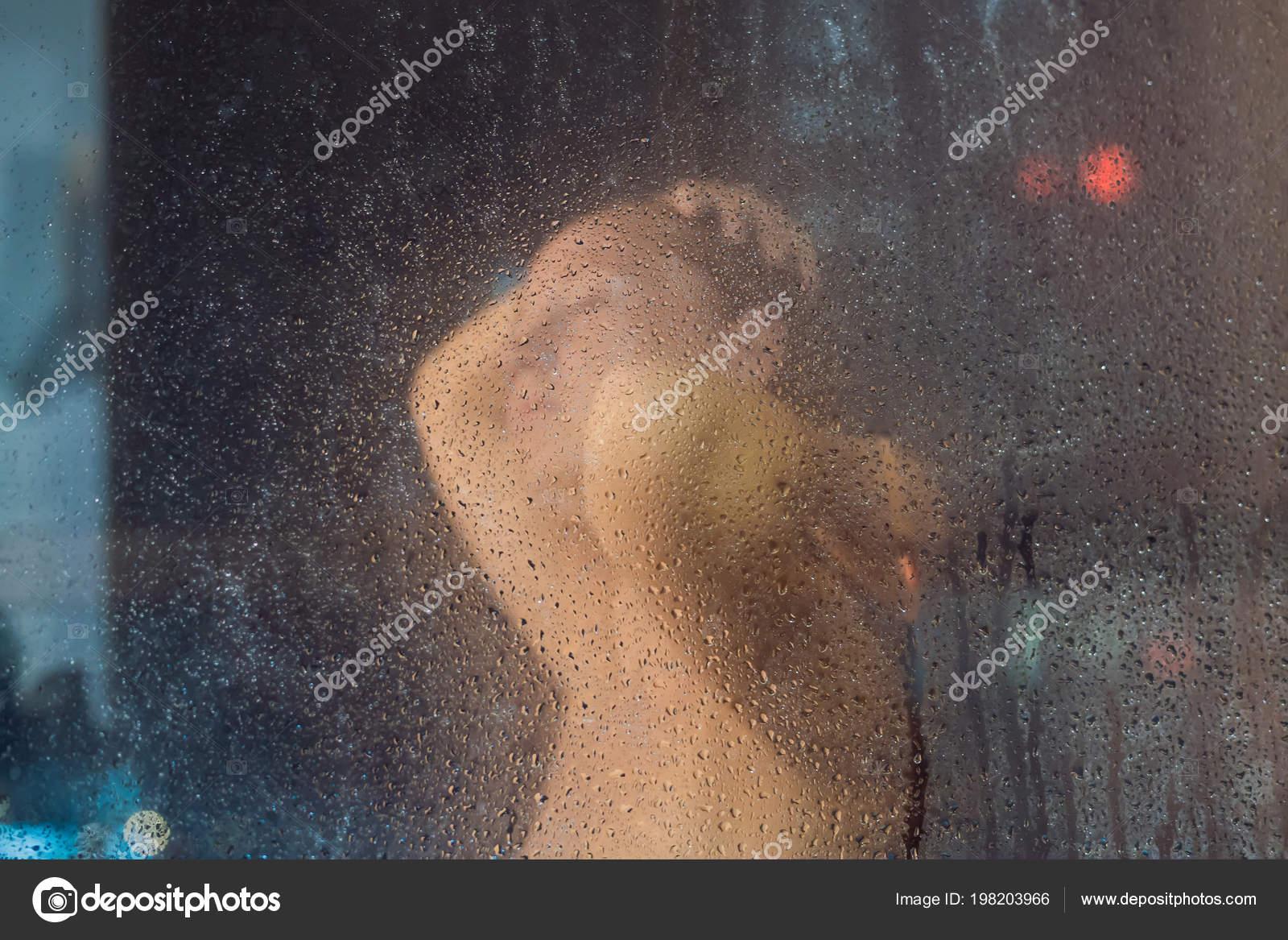 женщина в душе фото