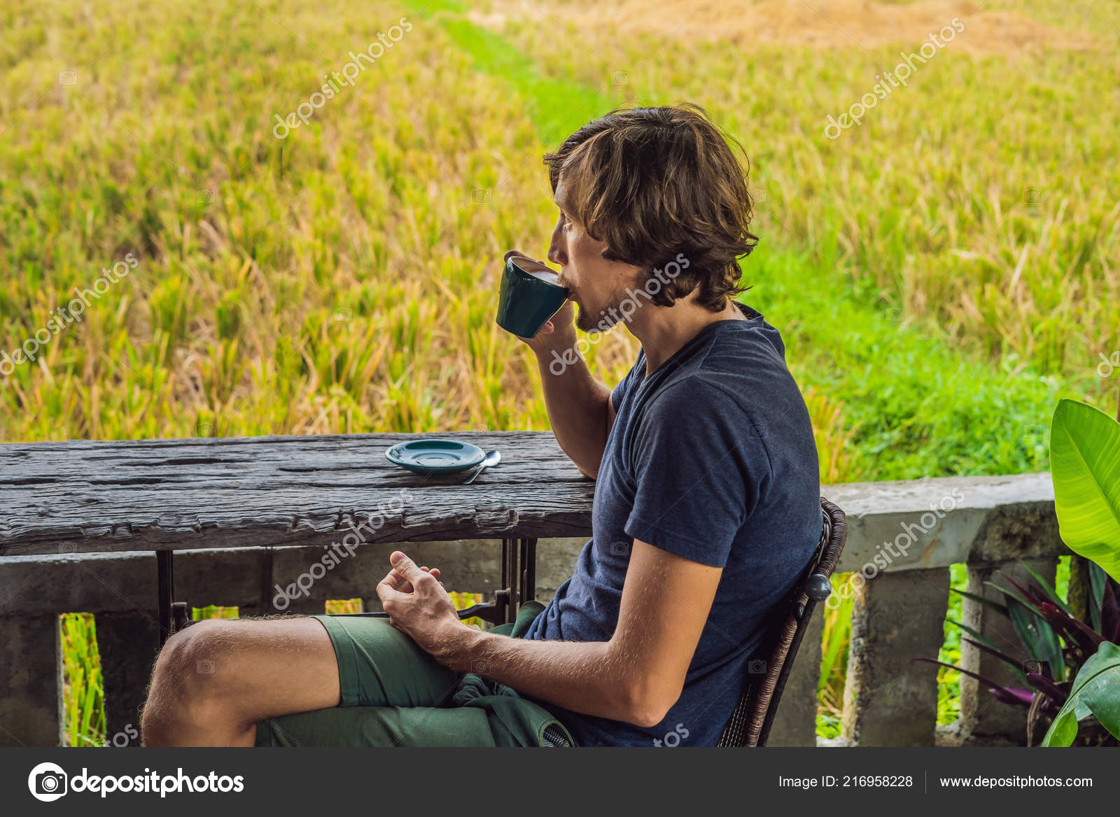 Hombre Tomando Café Terraza Cafetería Cerca Terrazas Arroz