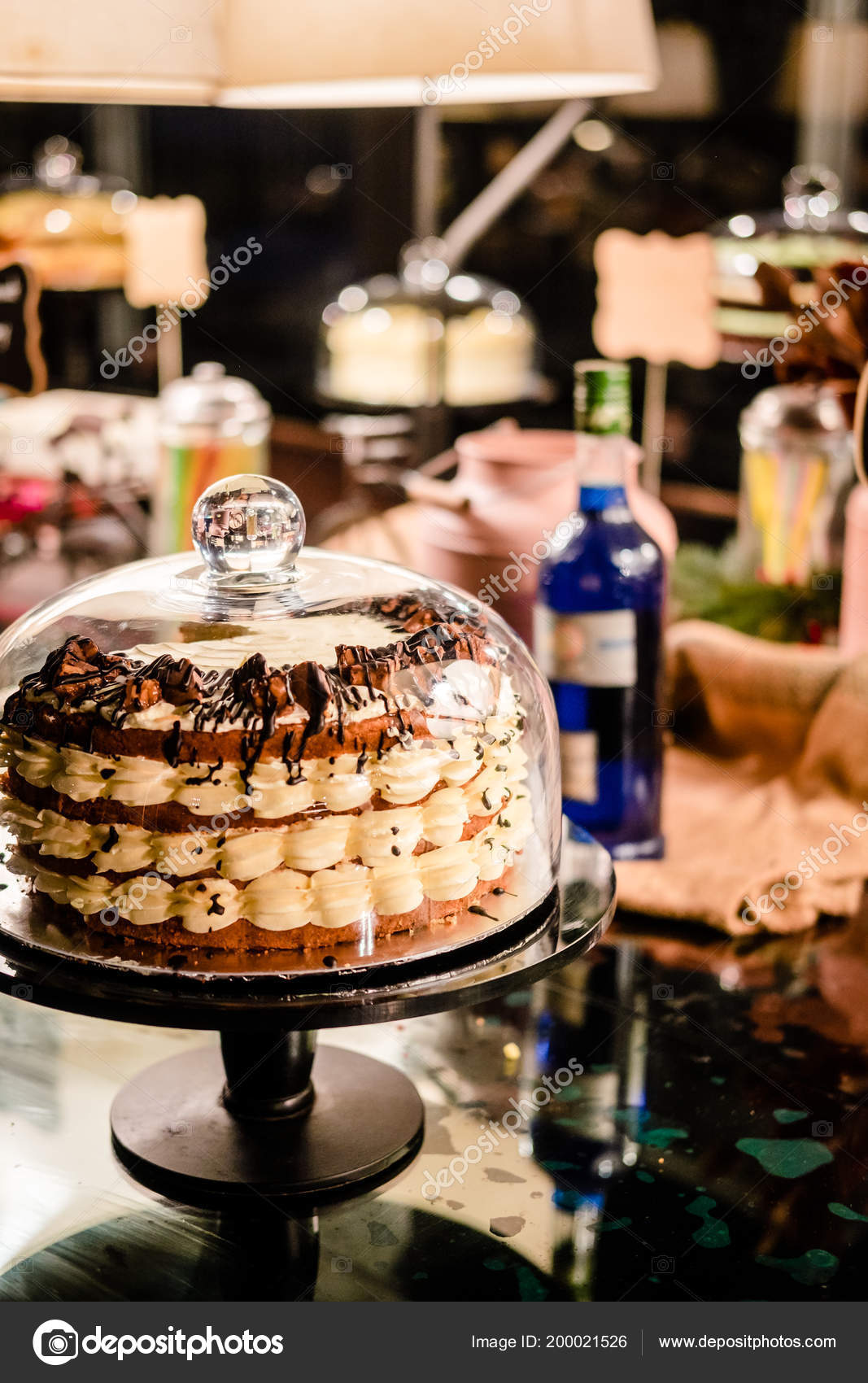 Tiramisu Torte Unter Glocke Glaskuppel Kuchen Stehen Dessert Buffet