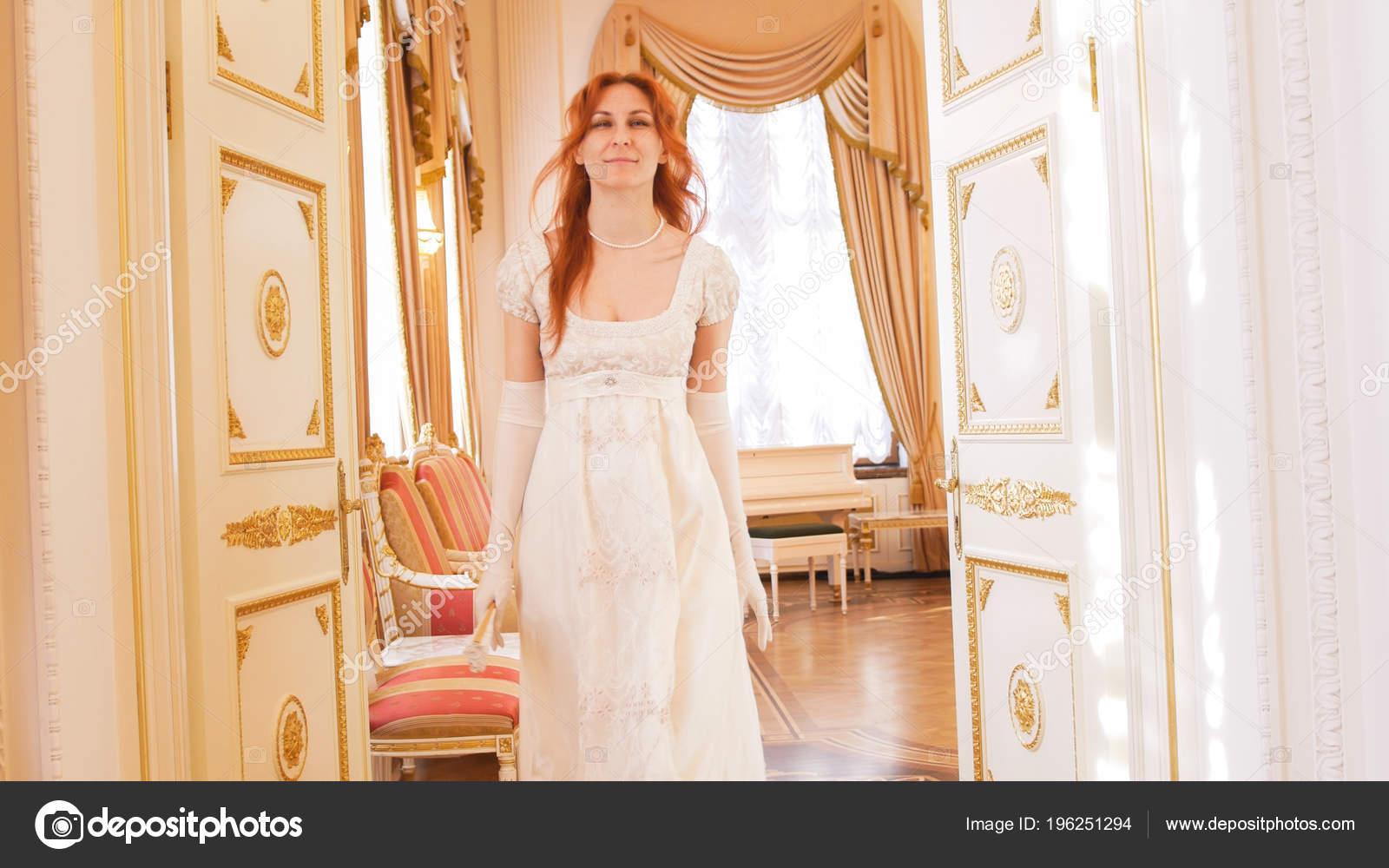 3bfcb8b6b5044 Beautiful woman in a ball gown walks into the ballroom — Stock Photo ...