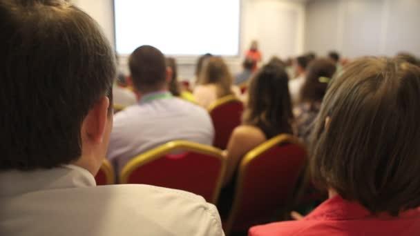 Menschen auf der Business-Konferenz - Rückansicht
