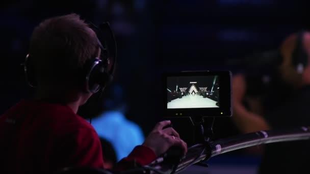 Kameramann filmt den Laufsteg
