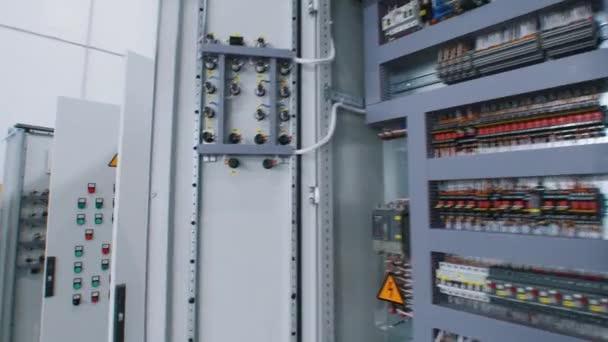 Výroba elektrického panelu - vnitřní část panelu