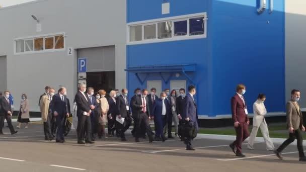 02-10-2020 RUSSIA, KAZAN: politicians walk down the street to the meeting