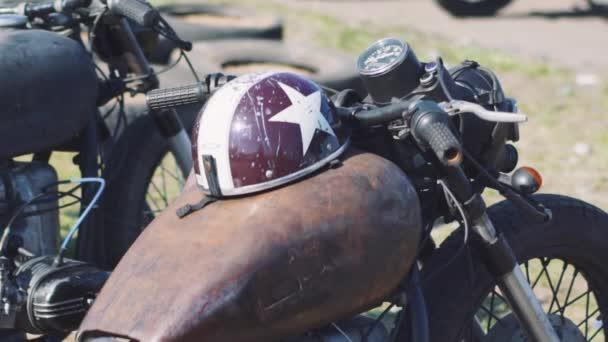 krásné vlastní motocykl na ulici na den