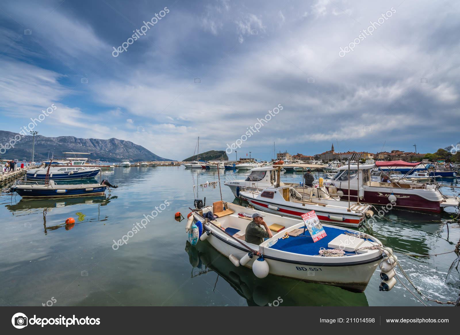 Катера и яхты в порто монтенегро