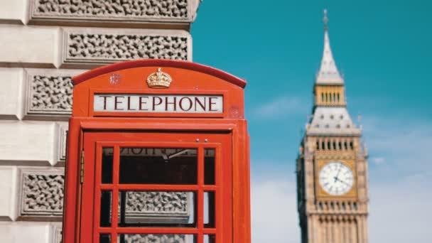 Londýnské kultovní telefonní budka