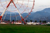 Pozorování kolo v Batumi s výhledem na město
