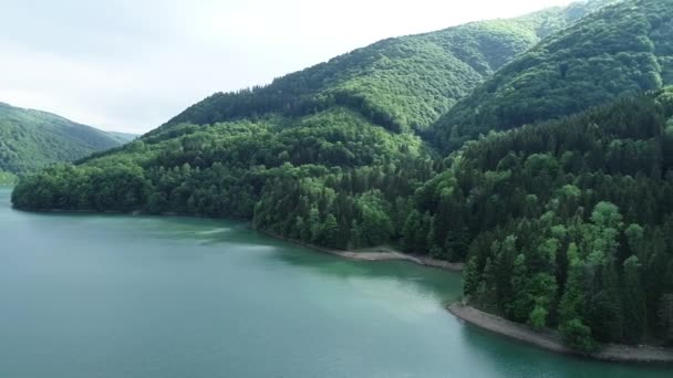 Let nad horské jezero
