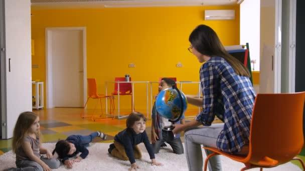 Óvodai tanár, tanítás változatos gyerekek a világon