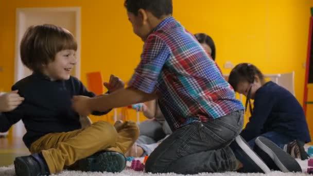 Bezstarostný předškolní děti relaxační v herně