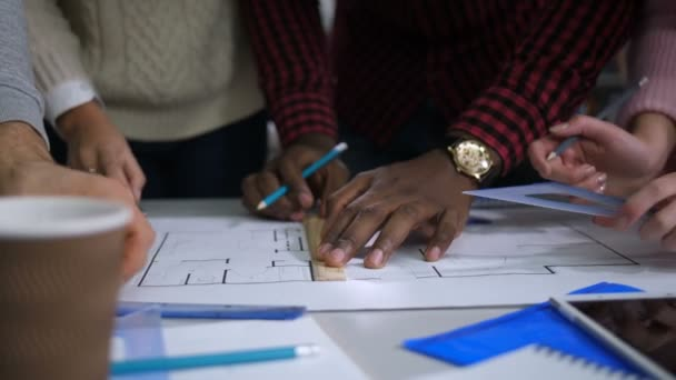 Bytoví designéři týmu plánování pro nový projekt