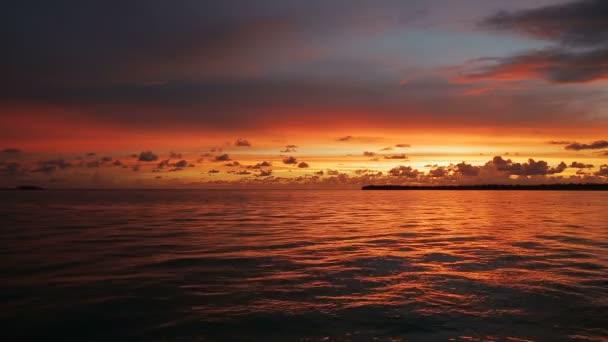 krásný západ slunce u moře