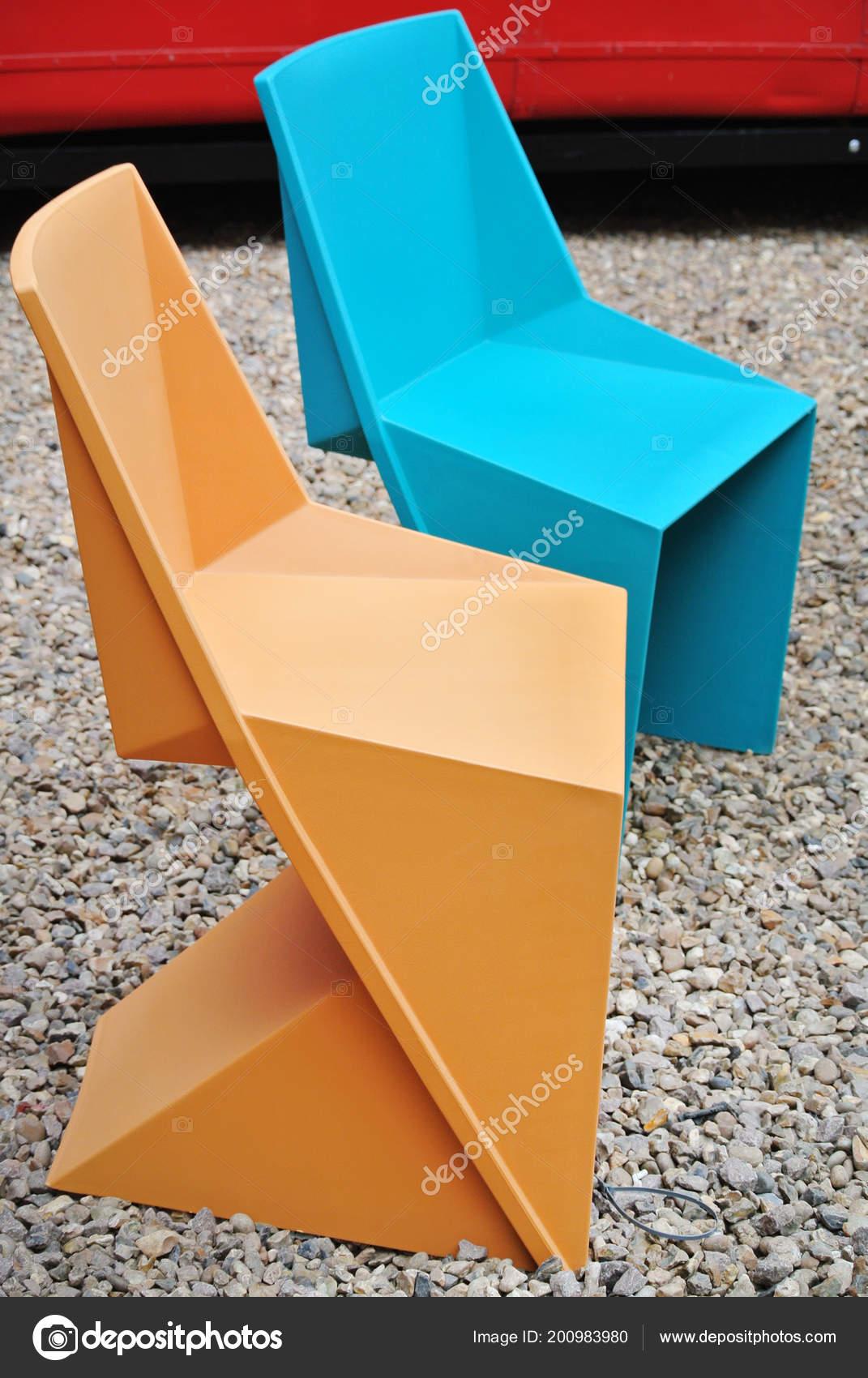 Stock Sedie In Plastica.Dettaglio Sedie Plastica Colorate Foto Stock C Elenacastaldi77
