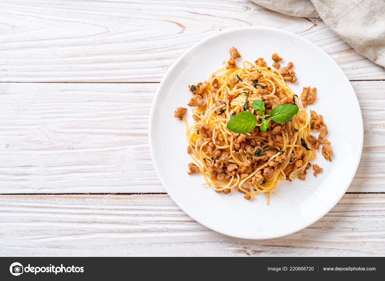 Stir Fried Spicy Spaghetti Minced Pork Basil — Stock Photo