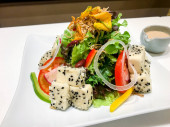sült tofu saláta