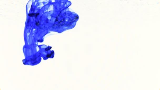 modrý inkoust, který vstoupí do vod tvořících animované textury, ideální pro motiongraphic a kompozice záběrů