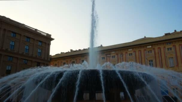 Fontána v Piazza De Ferrari je nejznámější fontány v Janově. Nachází se v centru náměstí Piazza De Ferrari, nedaleko staré soriater Portoria