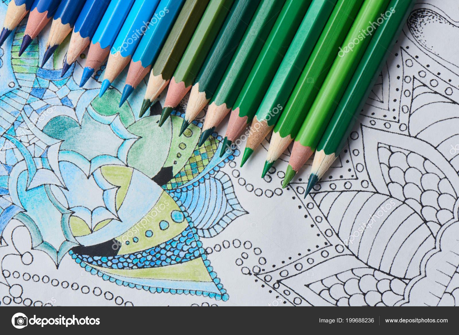 Malvorlagen Mit Bleistiften Blauer Und Grüner Farbe Nahaufnahme ...