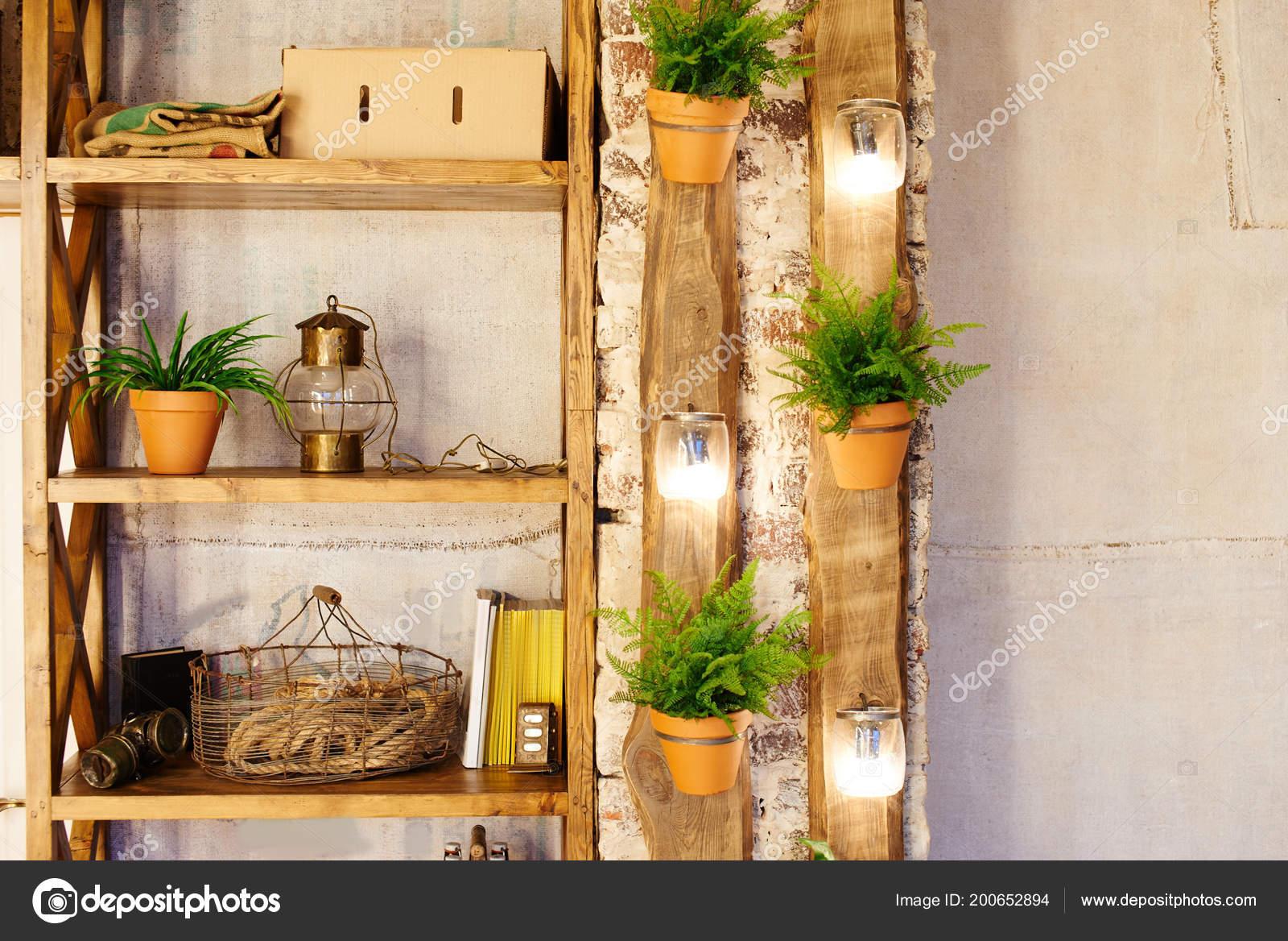 Muur Van Houten Planken.Muur Met Houten Planken Gemaakt Van Oude Planken Planten Bloempotten