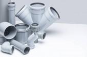 Sanitär, Abwasser. graue Polypropylen-Rohre auf weißem Hintergrund im futuristischen Stil