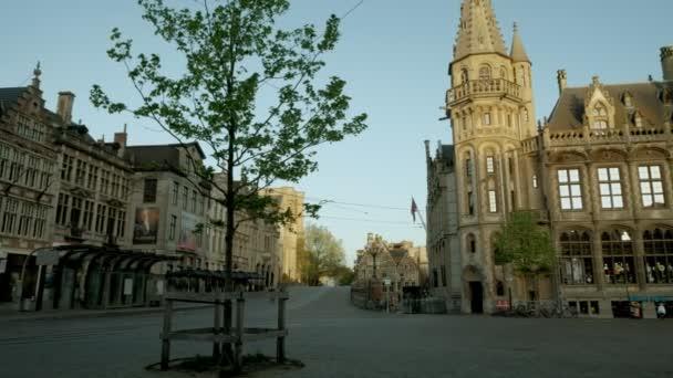 Pan k historické poštovní úřad a věž v náměstí Korenmarkt, Gent, považuje za východem slunce