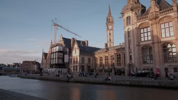 Přenesme se přes kanálu Leie a který v Gentu, v Belgii z poštovního úřadu na St Michaels most