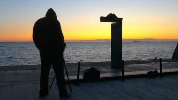 Hoodie viselő fotós képeket Domus Solis hajnalban Odessza Ukrajna