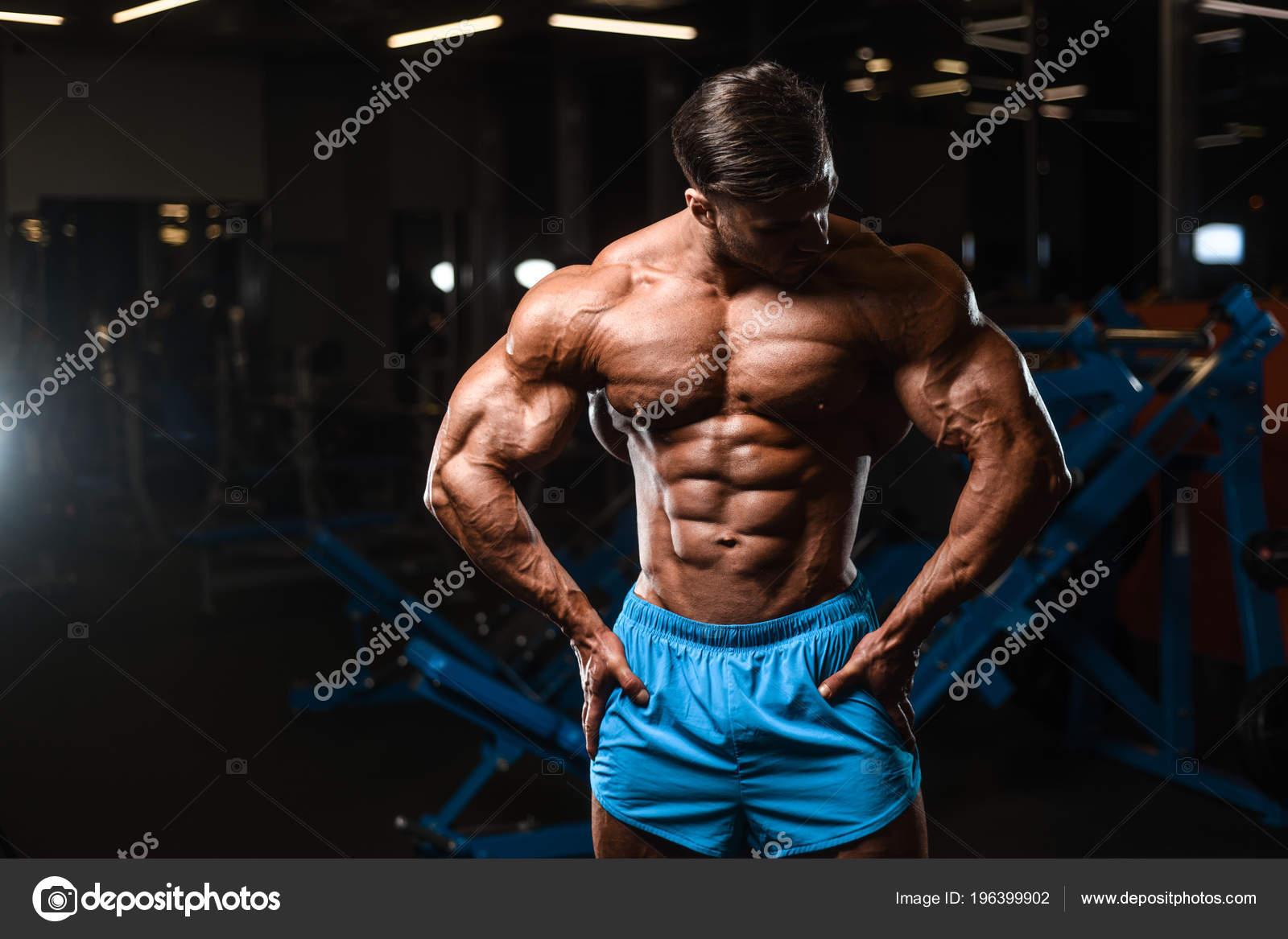 Hübscher Junger Fit Muskulöser Kaukasischer Mann Modell Aussehen ...